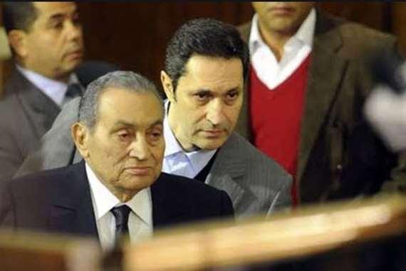 علاء مبارك رفقة والده