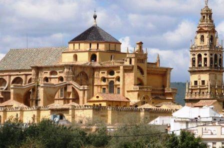 """إعادة صفة المسجد إلى """"كاتدرائية قرطبة"""" في اسبانيا"""