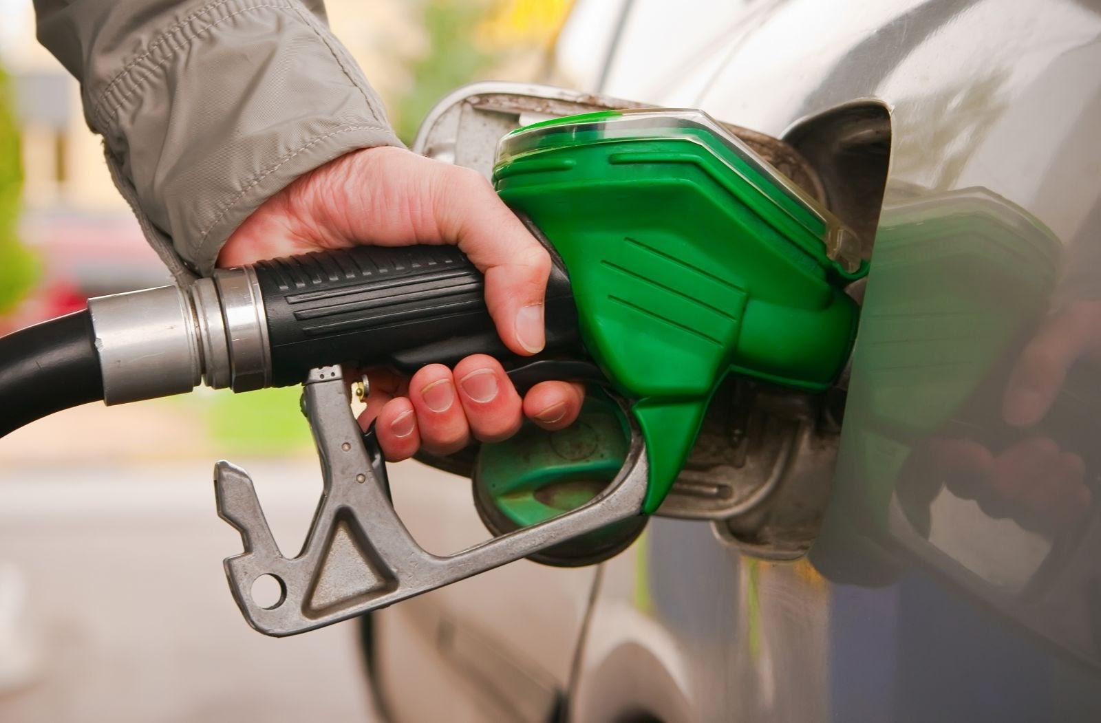 الحكومة تقرر رفع أسعار البنزين