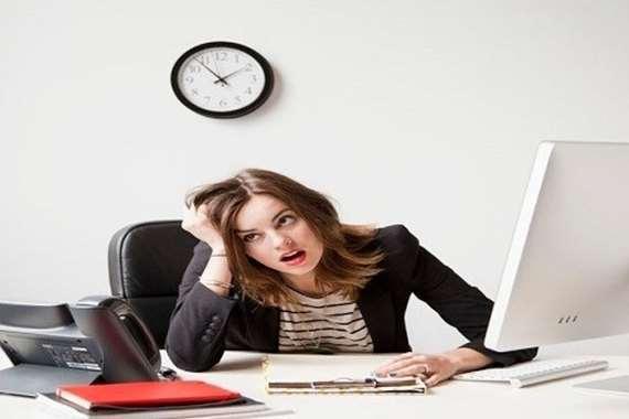 ساعات العمل الطويلة تزيد خطر إصابة النساء بالاكتئاب