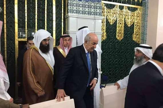الرئيس الجزائري يزور قبر النبي