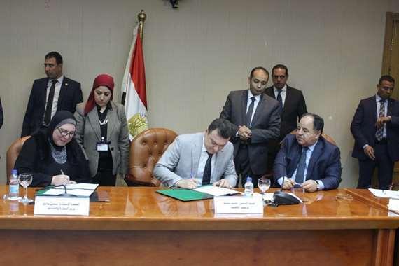 وزيرا المالية والتجارة والصناعة يُوَّقعان 31 «اتفاق تسوية»