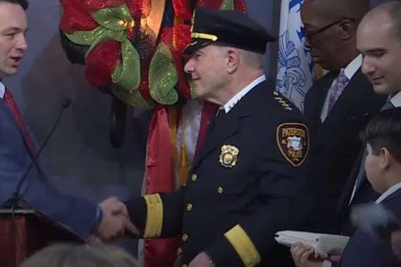 تعيين شخص مسلم رئيسًا للشرطة
