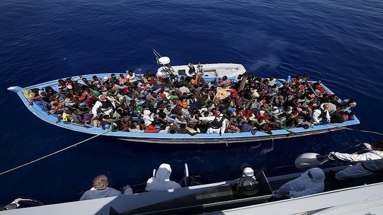 إجلاء مهاجرين غير شرعيين من الحدود مع فرنسا