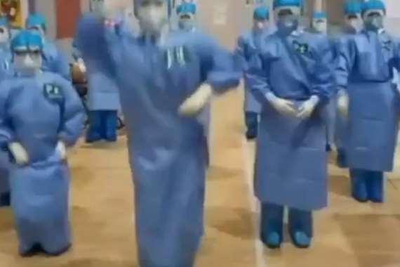 وصلات رقص للطواقم الطبية بالصين