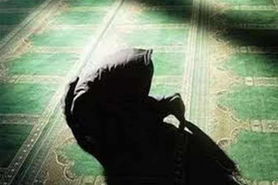 طعن مصلي وهو ساجد في مسجد بالإسماعيلية
