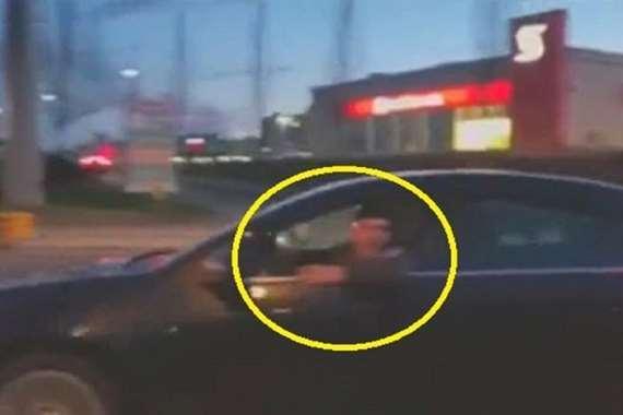 بعد وصلة سباب.. أسرع عقاب لسائق سيارة