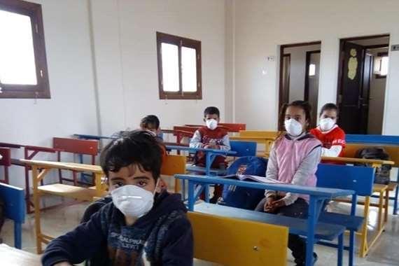 طلاب مصابين بكورونا