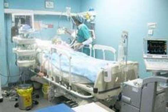انهيار مفاجيء.. نقل فنان شهير إلى المستشفى