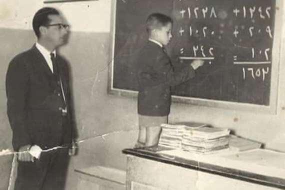 تفوق الخيال.. تلميذ ومعلمه في حفل زفاف بعد 50 عاما