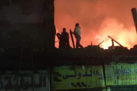 حريق هائل يلتهم مسجدًا أثريًا وعشرات المنازل بالدرب الأحمر
