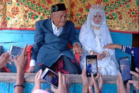 الزواج في زمن كورونا.. يبلغ 103 سنة ويتزوج من فتاة 27 عاما
