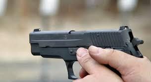 اصابة عاطل فى تبادل لإطلاق النار مع قوات الشرطة بأسوان