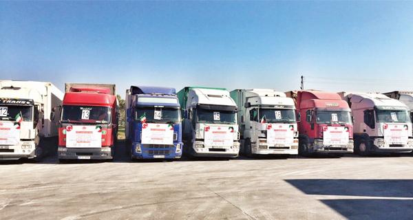 شاحنات تحمل مساعدات سعودية وتركية تتوجه لسوريا