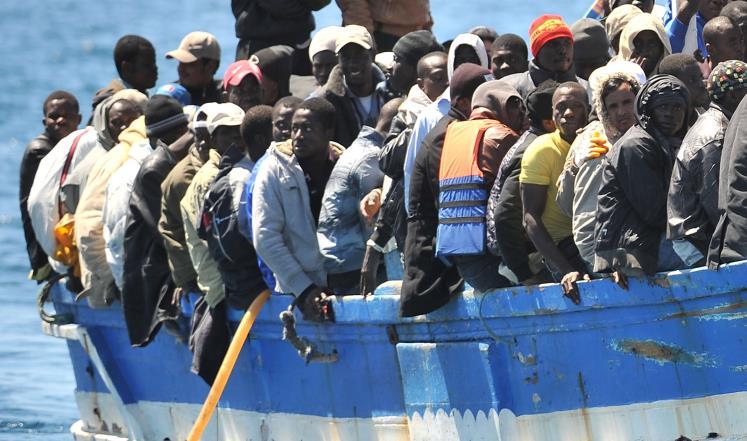 أسبانيا تنقذ 8 مهاجرين أفارقة أبحروا من شمال المغرب