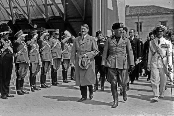 الزعيم النازي أدولف هتلر