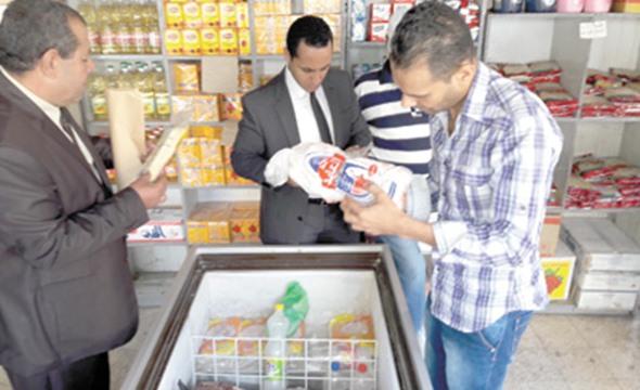 حملات تموينية على المخازن والمجازر بكفر الشيخ