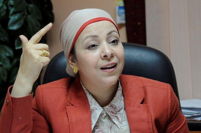 """""""أبو القمصان"""" تطالب بعفو رئاسي عن """"البحيرى"""""""