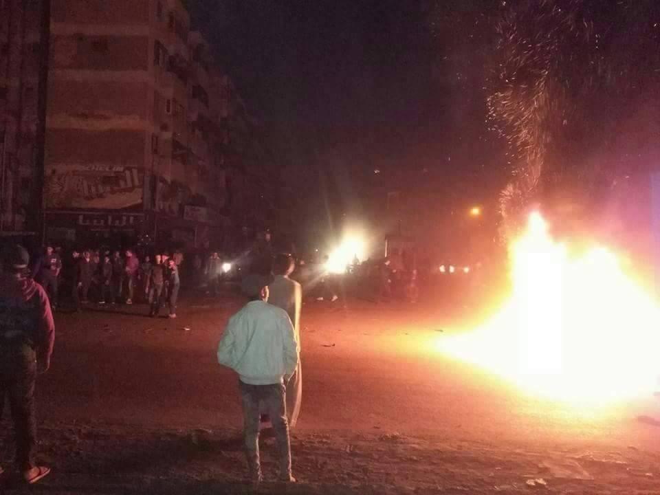 بالفيديو.. قنابل وإشعال إطارات في اشتباكات بين الشباب وقوات الأمن