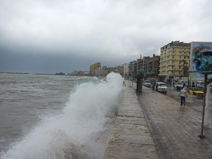 غلق مينائي الإسكندرية والدخيلة لسوء الطقس