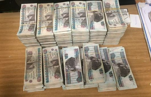 إحباط تهريب نقود مصرية بحوزة فلسطينى بمطار القاهرة