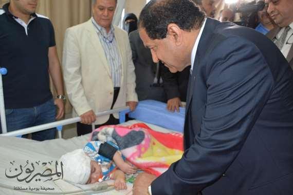 محافظ الغربية يطمئن على صحة الطفل زياد بمستشفى الطوارىء ويقدم الشكر لفريق الاطباء