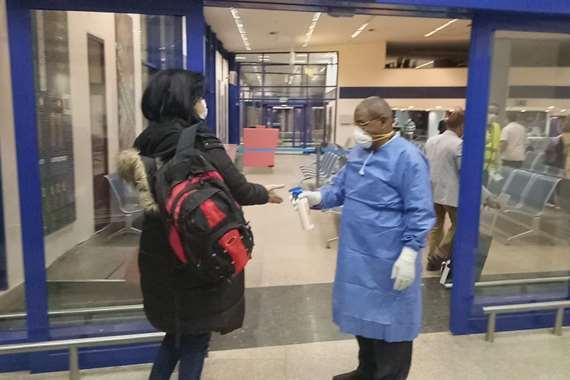 مطار مرسى علم يستقبل  87 مصريا من العالقين من لندن