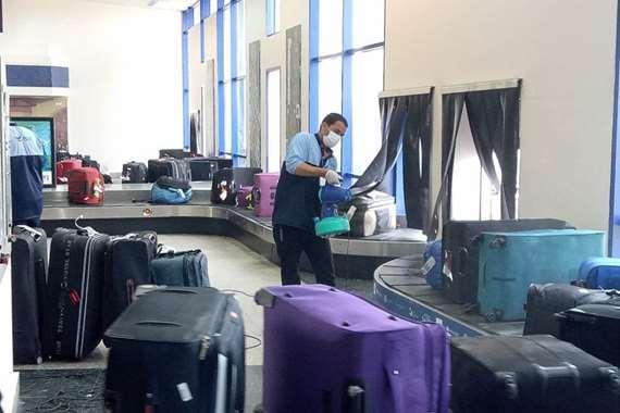 استقبال  300مصريا من العائدين من الرياض بمطار مرسى علم