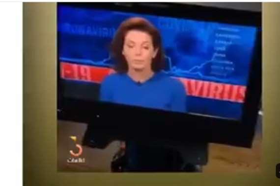 مذيعة شهيرة تقدم نشرة الأخبار من منزلها.. هذا ما فعلها طفلها