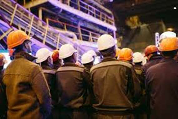 """"""" رينو"""" بدأت بتسريح 15 ألف عامل.. إجراءات قاسية بسبب كورونا"""