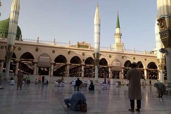 توافد المصلين على المسجد النبوي