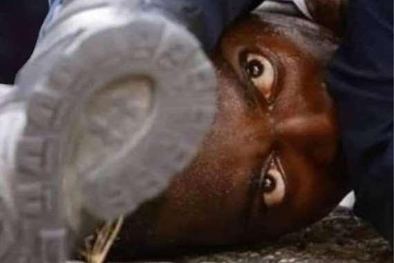 لحظة مقتل المواطن الأمريكي الأسود جورج فلويد
