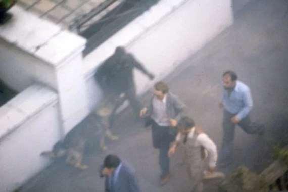 صورة تنشر لأول مرة عن عملية اقتحام السفارة الإيرانية بلندن