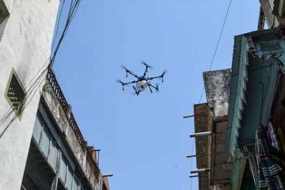 طائرات ترش مواد مطهرة على مدينة هندية