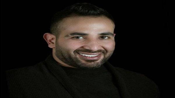 بالفيديو.. أحمد سعد يؤم المصلين بالمسجد ويتلو القراَن