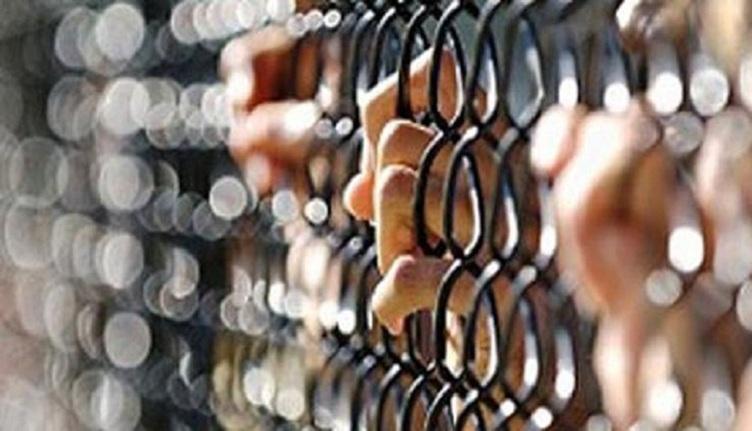 تجديد حبس ضابط وأميني شرطة لتهريبهم مسجونة