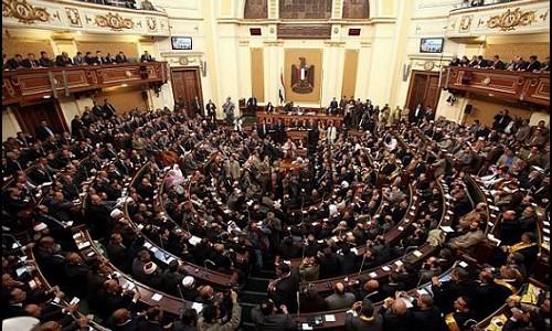 التحقيق مع ٤ موظفين وعضو مجلس نواب بسوهاج