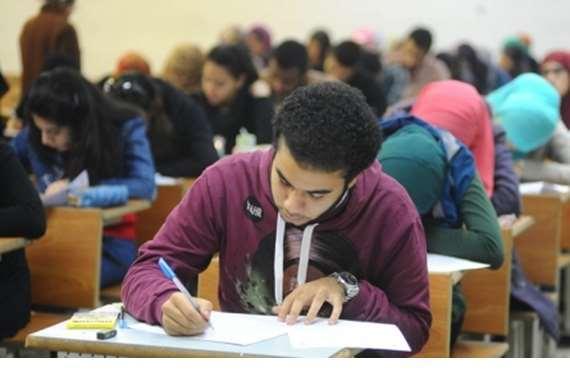 طلاب الثانوية العامة يؤدون امتحان اللغة الفرنسية