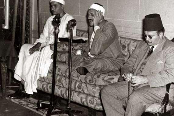 مصطفي إسماعيل بجوار الشيخ الفشني مع الملك فاروق
