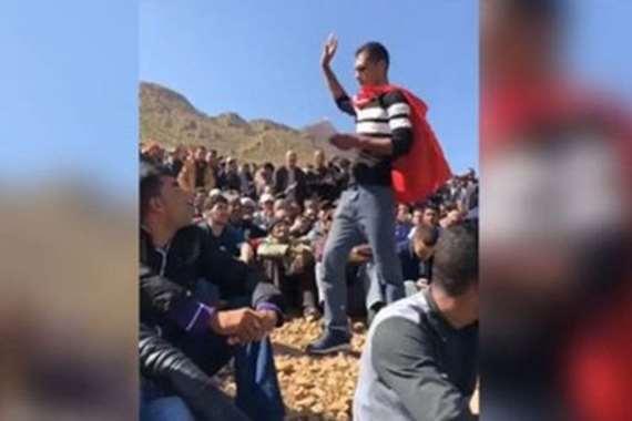 آلاف المغاربة يهرعون إلى جبل طمعا في «كنز»