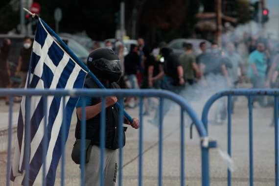 بالصور.. اعمال عنف في اليونان رفضا لتغيير اسم مقدونيا