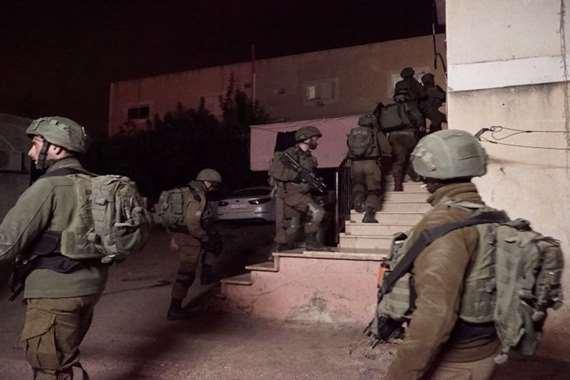 إسرائيل تشن حملة اعتقالات واسعة ضد الفلسطينيين بالضفة الغربية