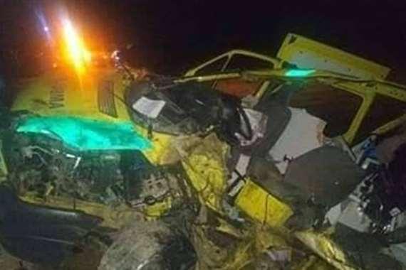 حادث تصادم سيارة إسعاف وشاحنة