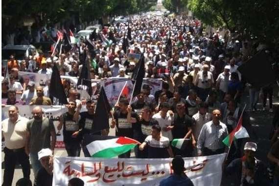 مسيرات بالضفة ضد مؤتمر البحرين