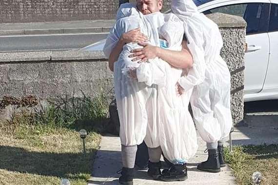 لحظة مؤثرة بين أب وأطفاله الذين لم يرهم منذ 3 شهور