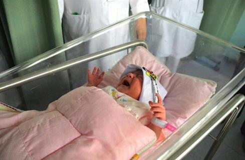 """""""مِنى"""" أصغر مولودة تصعد جبل عرفات"""