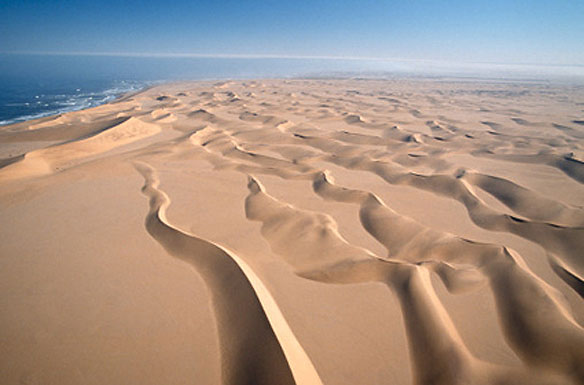 بالفيديو.. الرمال تتحرك كالأنهار