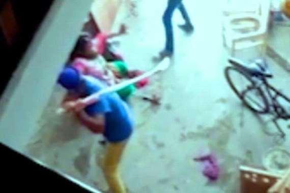 هندي يضرب زوجة أخيه