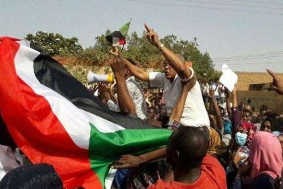 متظاهرو السودان