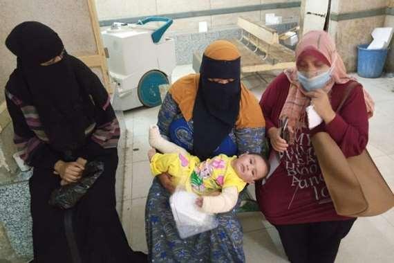 الطفلة مكة ووالدتها